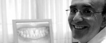 <center><h4>Dr. Eduardo Anitua</h4>investigador y empresario